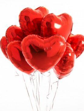 Облако из 10 красных фольгированных сердец